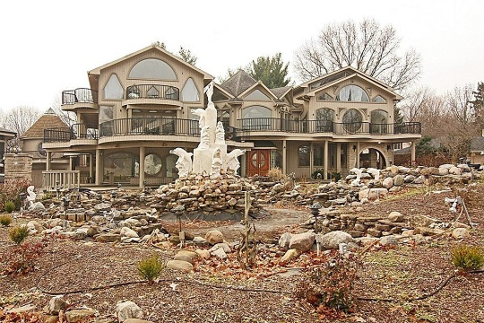 11 Self Built Houses That Will Make You Question Reality
