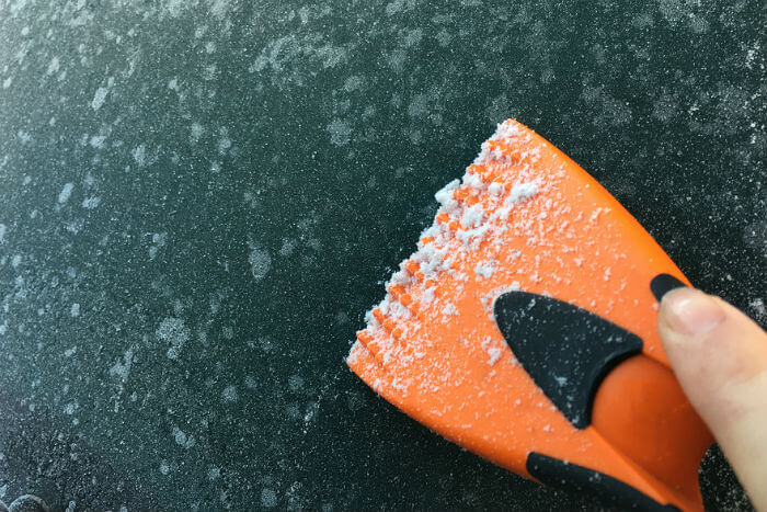 de-icing your windscreen